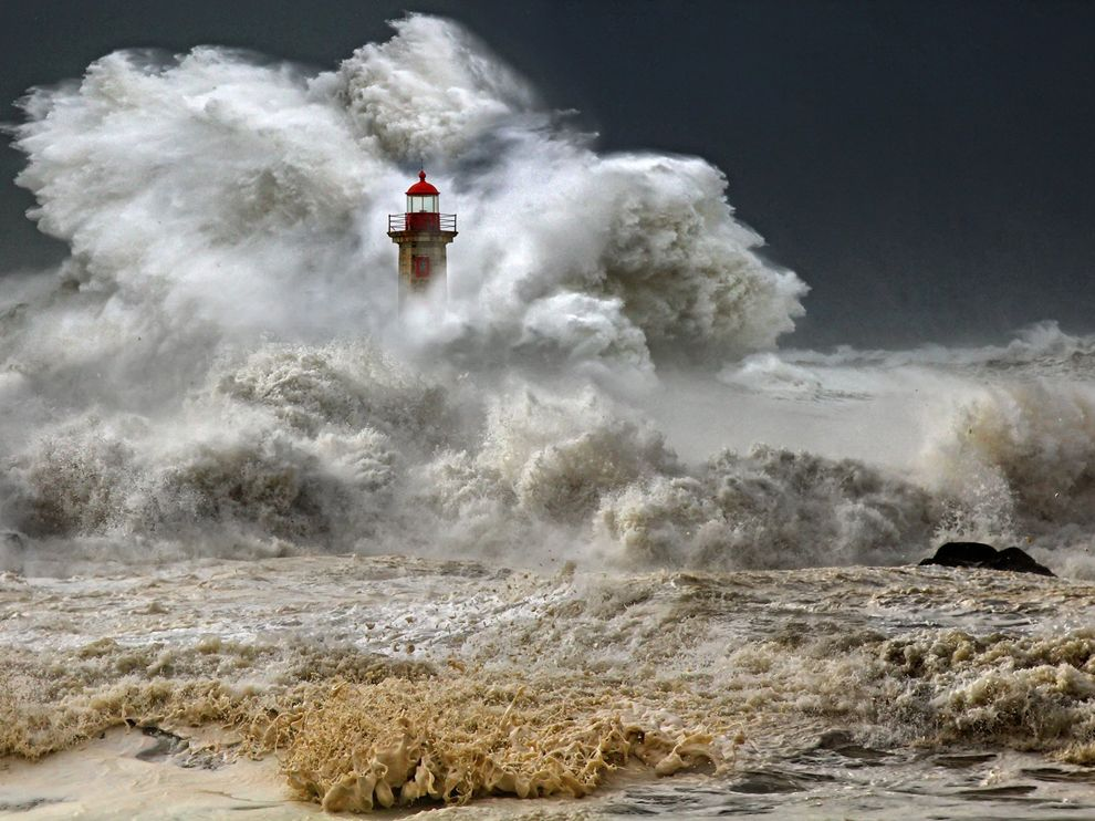 stormy-seas-portugal lighthouse